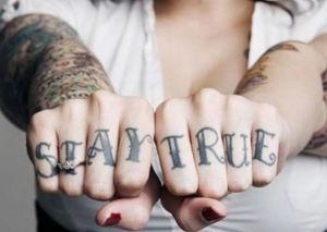 Finger Tattoo - Message with attitude (Creuna)
